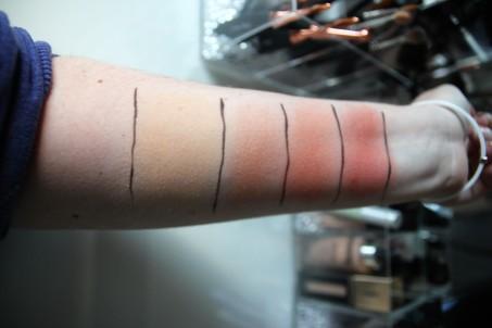 Swatch en intérieur Mai couture, du coude au poignet: FDT Nude Glow, Highlighter St Barts, Blushs Sunset Blvd. et Montecito